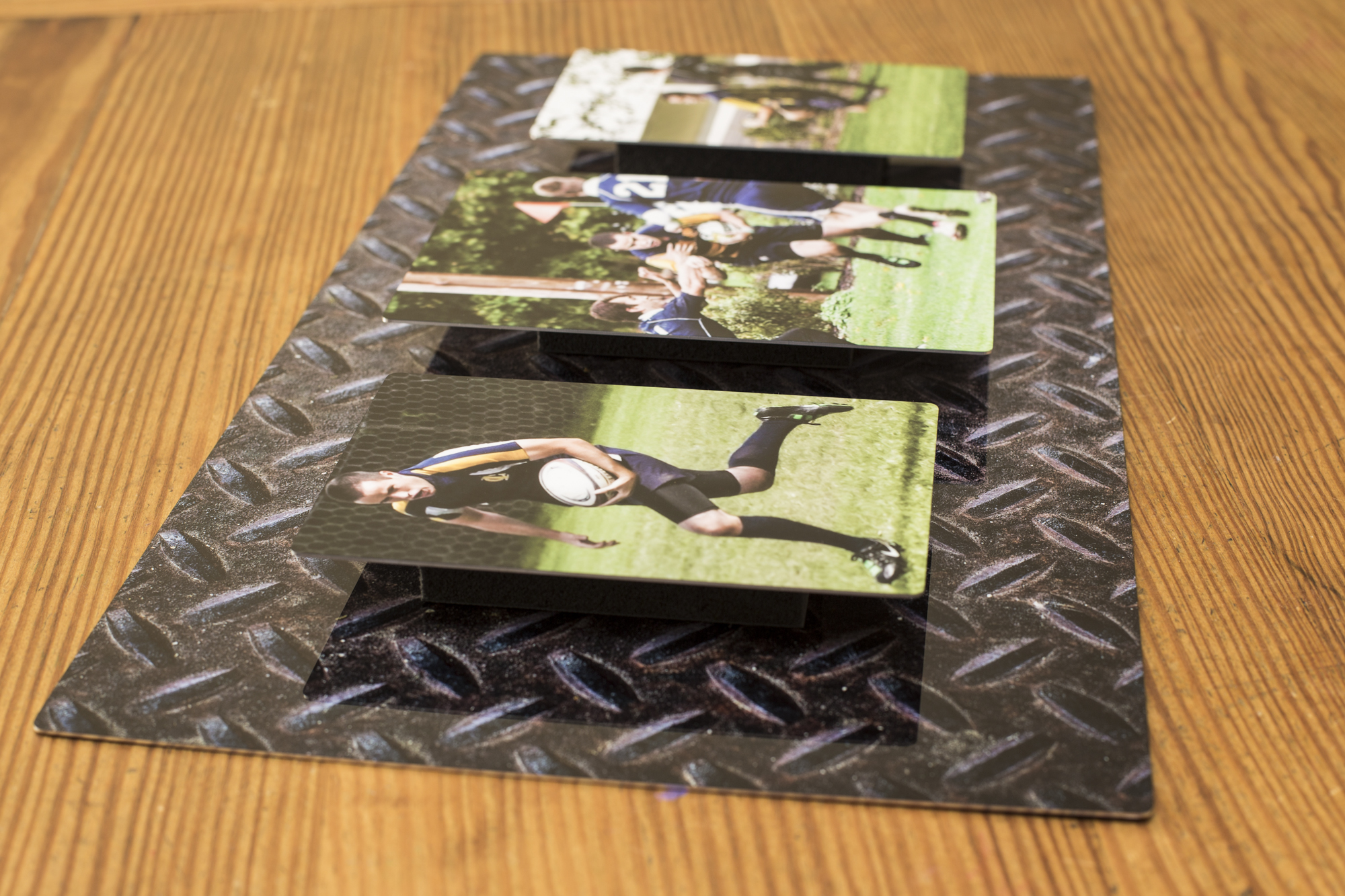 Display Your Photos: Standout Metal Collage
